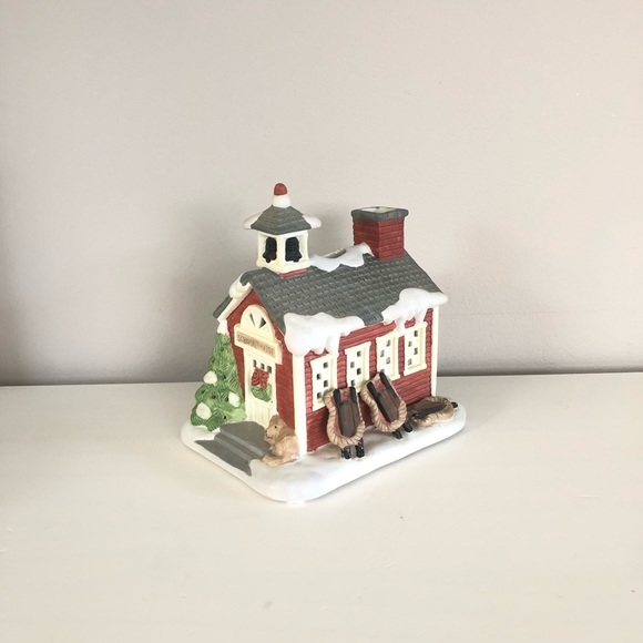 Partylite snowy schoolhouse tealight candle holder